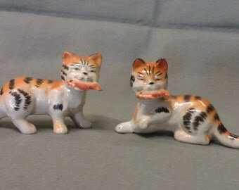 M K Japan Cats Tan and Black Grey Stripe with Fish in Mouth Cat Figurines