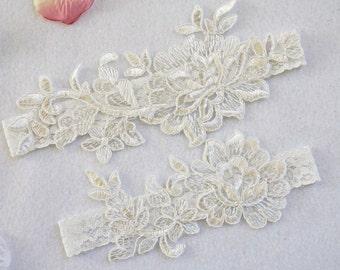OFF WHITE wedding garter set, customizable, bridal garter, lace garter, keepsake and toss garter, wedding garter, flower garter