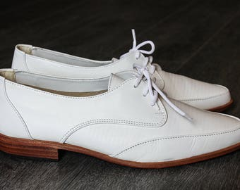 Vintage Jonathan Richards White Leather Shoes