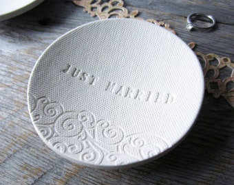 JUST MARRIED Porcelain Ring Dish (swirl), ceramic stamped white bowl, white clay word ring holder, text pottery ring dish by La Clay Maison