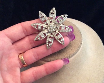 Vintage Silvertone Rhinestone Floral Pin