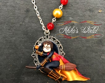 Chibi Harry playing Quidditch necklace - Polymer clay Pendant - Harry Potter collection - Kawaii Fantasy jewel