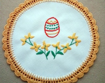 Embroidered doily with Easter motifs (Easter egg) (EASTER-DOILY-311)