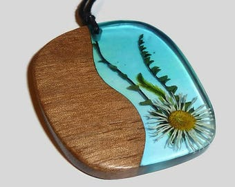 Wood and resin Underwater world with real flower pendant; Pressed flower jewelry; Botanical Jewelry; Wood and resin Flower necklace