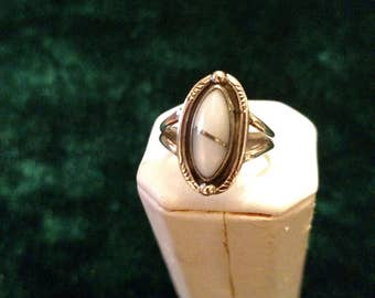 Vintage Mother of Pearl Sterling Silver Ring Size 7 3.0g AFSP