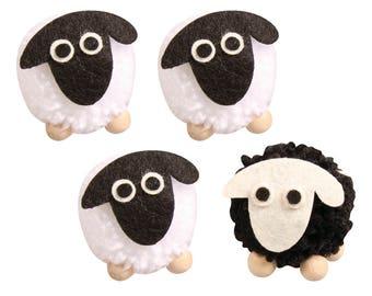 Kit Pompon sheep, 5 cm ø, z. hanging, 3 x white, 1 x black, box 4 PCs.