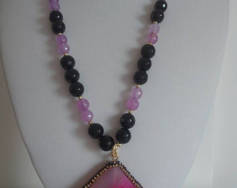 Onyx stones and agate necklace