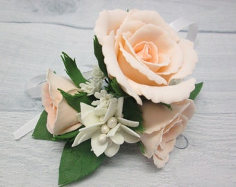 Groom boutonniere Rose boutonniere Wedding boutonniere Romantic chic Cream roses Autumn wedding Rustic boutonniere Men's boutonniere Men's
