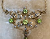 Beautiful Edwardian antique 15ct Lavalier gold pearl  Peridot set necklace in original case
