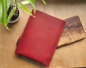 Treibholz Personalised Leather iPad Case / Pouch / Tablet / Surface / Ebook / Reader / Kobo / Kindle Sleeve in Red