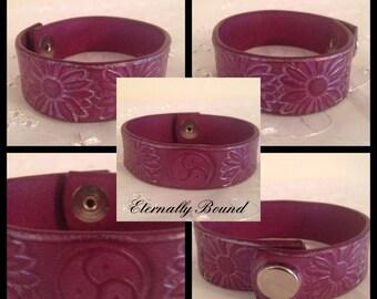 BDSM Bracelet,Triskele symbol,flower design, choice of colour,leather. submissive bracelet