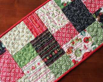 Tole Christmas Table Runner, Quilted Christmas Table Runner, Traditional Christmas Table Runner, Poinsettia Table Runner, Red Green Black