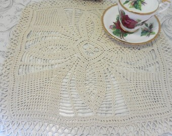 For sale. Square doily knitted by hand in ecru cotton thread. To embellish a table or Cabinet.