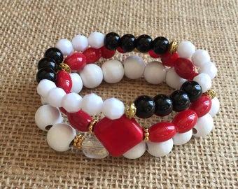 Boho beaded bracelets, Set of 3 Stack bracelets, Stretchy black, white and red bracelet set. Stackable beaded bracelets set.