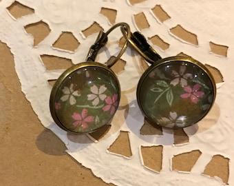 Antique, vintage style, floral earrings.
