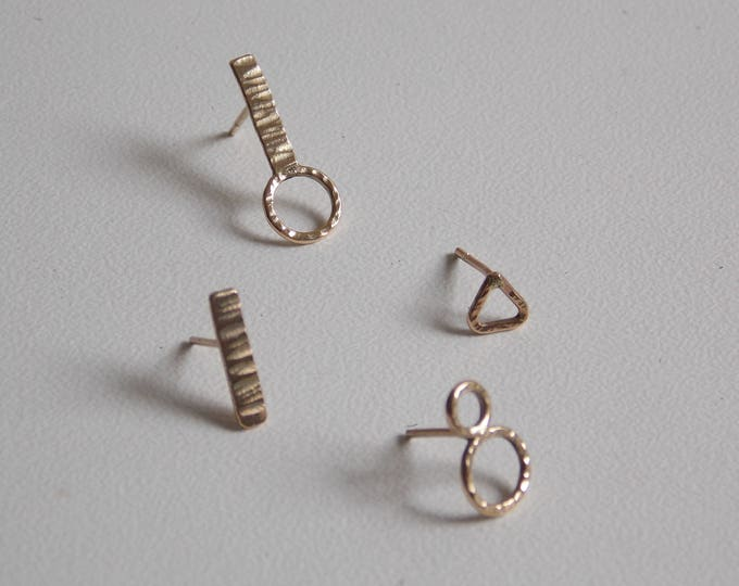 chips gold 9 k. Reasons of earrings in yellow gold.