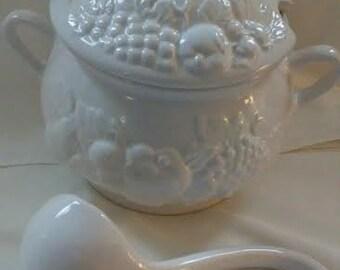 Vintage Soup Tureen Bowl/Ladle, (# 1069/70)