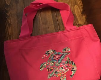 Super cute turtle lunch bag. All lunch bags can be customized with a design or monogram. For custom, contact me prior to purchasing.