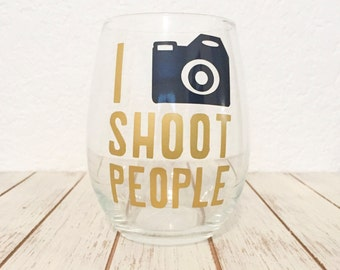 Photographers Wine Glass- I Shoot People - Photographer Thank You Gift - Funny Photographer Present - Valentines Day Gift - Gifts For Her