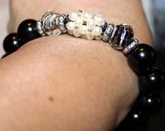 Cute black & white-beaded shamballa bracelet; handmade, beadweaving, Pearl, glass beaded