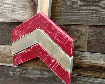 Large wall arrow - reclaimed pallets - Red / grey tone painted arrow