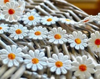 White daisy lace trim, Daisy lace trim, White lace trim, Floral lace trim, White lace, Lace trim, Lingerie lace, Scrapbooking lace, Daisy