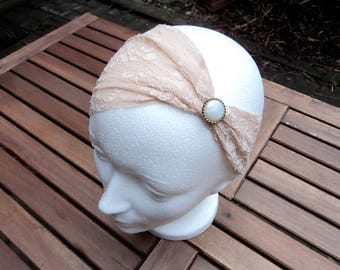 Headband in beige lace with button. Hair accessory.