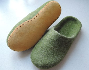 Felt slippers/ slipper shoes/ felted slippers/  home shoes women/  Woolen clogs/ natural wool