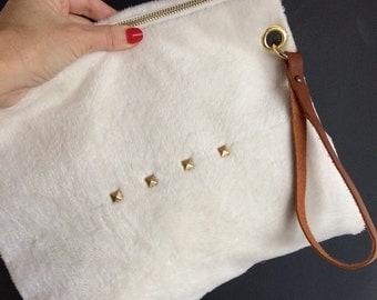 Fabric pouch fake fur Ecru