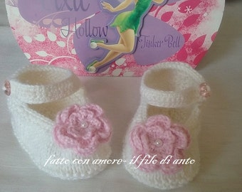 White baby girl booties with pink flower