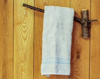 Rustic Tree Branch Towel Rack, Wooden Towel Bar, Log Cabin Bathroom Decor, Wooden Bath Towel Rack, Bathroom Accessories, Natural Towel Hooks