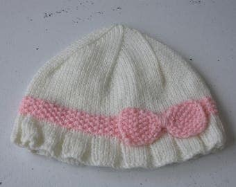 Knitted cream cloche with seed stitch band for little girl 1-2 year old