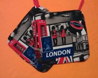 """Potholder, baking utensil, """"London scene"""" sewn"""