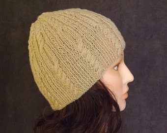 Knitted beanie for women