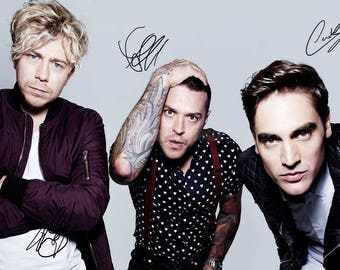 Busted pre signed photo print poster - 12x8 inches (30cm x 20cm) - Superb quality -