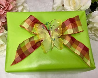 Gift wrapping for one teacup and saucer.