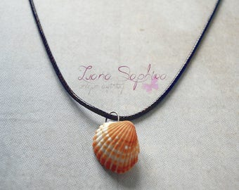 Brown leather necklace with a shell