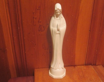 "Virgin Mother Mary Madonna Praying White Porcelain Figurine Statue 10""H x 2.5"" Dia."