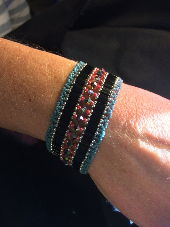 N0 104 Hand Beaded Crystal Glass Bracelet