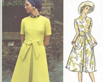 1960s Vintage VOGUE Sewing Pattern B36 DRESS (1031) By Sybil Connolly  Vogue 2509