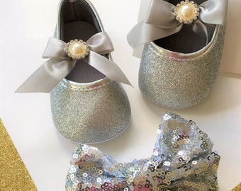 Silver Baby shoes- Silver Girls Shoes- Silver Glitter Baby shoes- Weeding Baby shoes, Dressing baby shoes