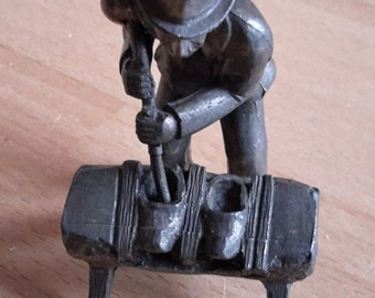 Tinnen klomp Maker 1934s beeldje Klompen Maker Sabot klomp schoenmaker Koninklijke Daalderop Holland Hallmark Boulevard Vintage