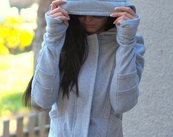 asymmetric gray sweatshirt/gray hooded coat/gray plateau with long sleeves