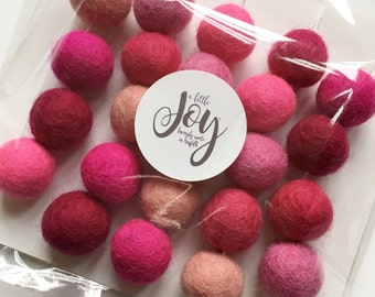 Felt ball garland - Bright pinks
