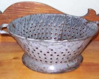 "Vintage Gray Enamelware Graniteware Footed Colander Strainer W/Handles 9-1/2"" Round x 4-1/4"""