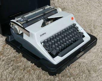 FREE Shipping*   Olympia Portable Typewriter   Made in Germany 1970   Tragbare Schreibmaschine   Macchina da Scriver   Máquina de Escribir