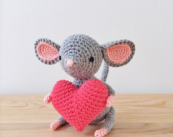 MOUSE crochet amigurumi with heart, crochet mouse, Valentine's Day gift, Birthday gift, Anniversary gift, Mother's Day gift, keepsake