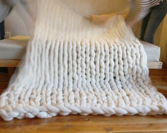 Chunky merino wool blanket Spanish to size XXL. Knitting with arms. Chunky knitting blanket, merino wool, natural. Cover of laine XXL