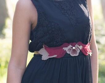 Cinturón mujer, cinturón para vestido, cinturón bohemio, cinturón original y diferente, cinturón fajín de fieltro, pajaros fieltro granate