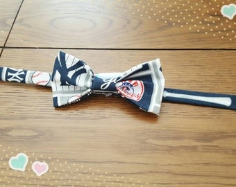 "Pet Bow Tie  ~ about 11 to 12"" collar ~ cats and small dogs~ New York Yankees ~"